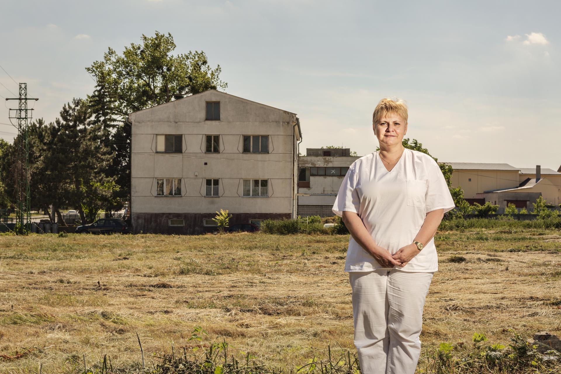 Doktorka Monika Palušková ordinuje v Bátorových Kosihách, no okrem toho je aj hlavnou odborníčkou Ministerstva zdravotníctva pre všeobecné lekárstvo. Chce do ambulancií všeobecných lekárov vrátiť reálnu medicínu.
